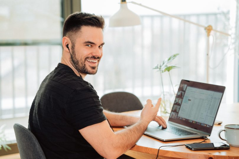 A guy conducting webinar to sell his courses